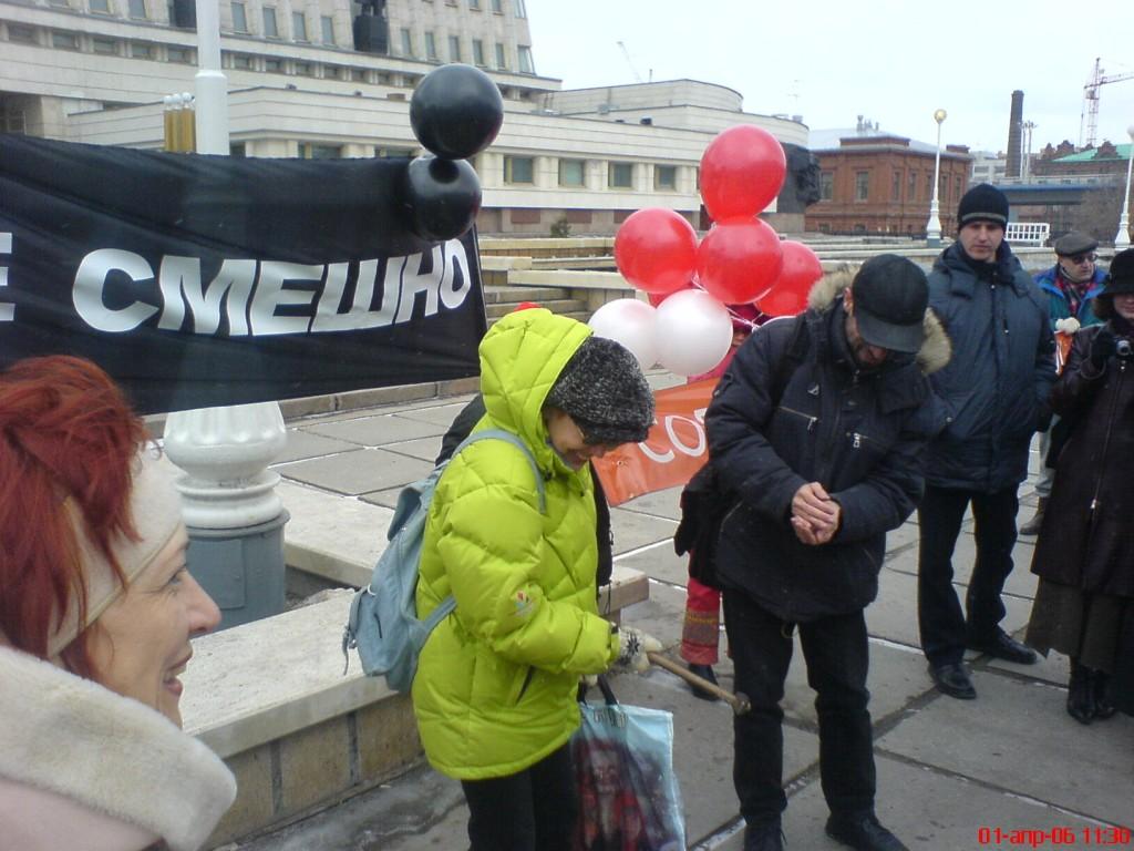 """Акция """"гражданский призыв"""" в Омске 1 апреля 2006 года"""