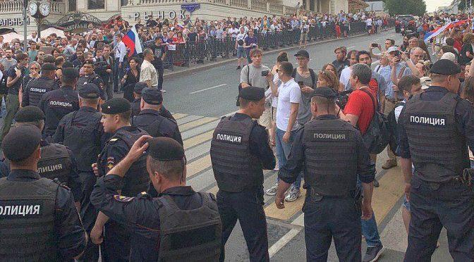 Полиция на марше 12 июня 2019 года в Москве